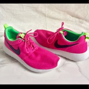 Pink Nike Roshe One Sneakers 👟
